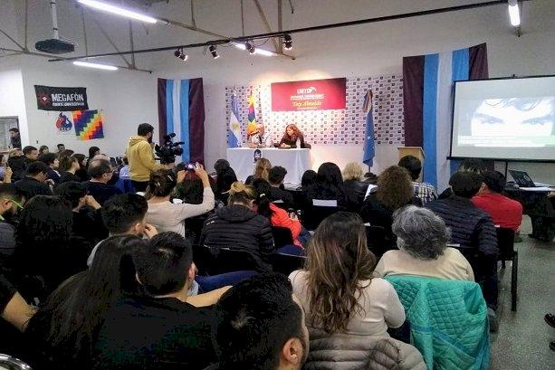 Familiares de Santiago Maldonado brindaron una charla en la UNTDF