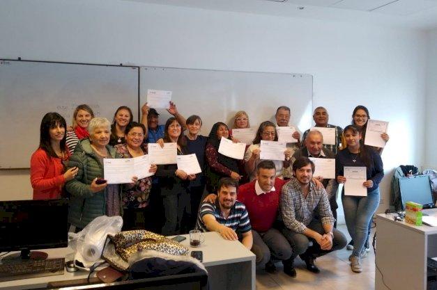 Jubilados de Pami recibieron certificación de la UNTDF